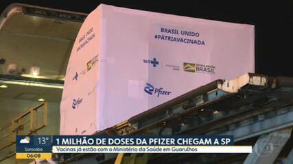 1 milhão de doses da vacina da Pfizer chegam ao depósito de Guarulhos, em SP
