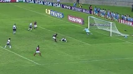 Relembre chance perdida por Borja, do Flamengo, contra o Vasco, no Brasileiro de 2010