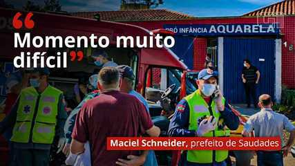 """VÍDEO: """"Momento muito difícil"""", diz prefeito de Saudades sobre assassinatos em creche"""