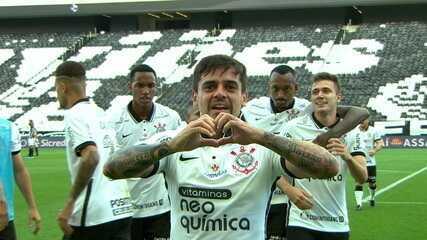 Gol do Corinthians! Fagner aparece para finalizar para o fundo das redes, aos 09' do 1º T