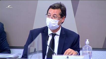 Fabio Wajngarten faz discurso antes do início de seu depoimento à CPI da Covid nesta quarta (12)
