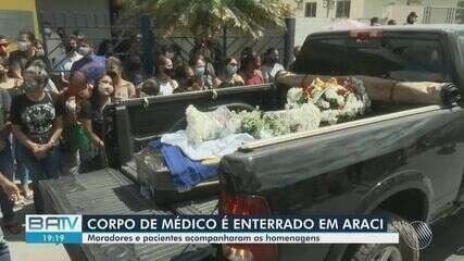 Cortejo foi realizado em despedida ao médico morto na Bahia