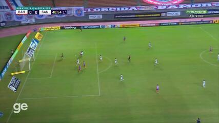 Aos 40 min do 1º tempo - impedimento de Rodriguinho do Bahia contra o Santos