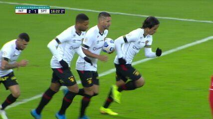 Gol do Sport! Thiago Neves cobra pênalti e diminui, aos 16' do 2º Tempo
