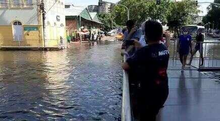 Nesta segunda-feira  (31), com cheia recorde, Centro de Manaus fica alagado com água do Rio Negro