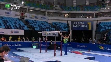Na tarde de Pan de Ginástica, Caio Souza conquista ouro nas barras paralelas e no salto