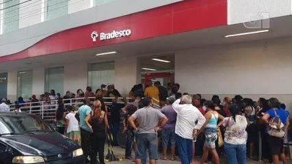 Aglomeração e filas são registradas nas agências bancárias do Centro de Teresina