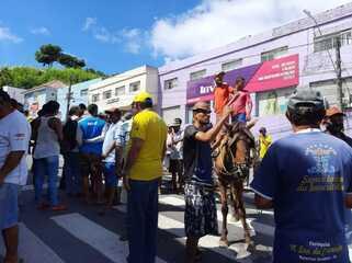 Carroceiros fecham a ladeira dos Martírios, em Maceió, em protesto