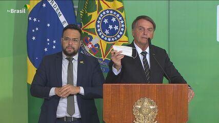Bolsonaro diz que quer desobrigar uso de máscara por vacinados
