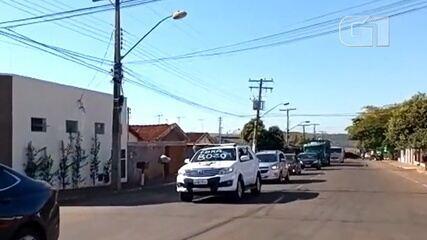 Motoristas fazem carreata contra Bolsonaro, em Jataí