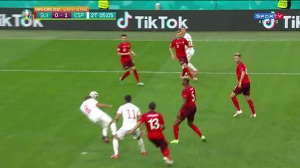Al 4' del secondo tempo, colpo di testa di Koke dalla Spagna contro la Svizzera