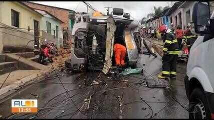 Acidente de trânsito deixa um morto e dois feridos em São Miguel dos Campos, AL