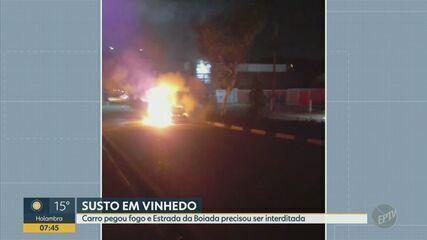 Carro pega fogo e interdita estrada em Vinhedo