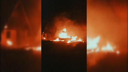Bombeiros combatem chamas em chalés de motel desativado em Assis