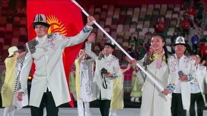 Delegação do Quirguistão entra sem máscaras na cerimônia de abertura das Olimpíadas