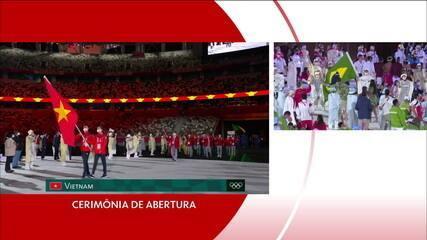 Bruninho e Ketleyn arriscam samba no desfile da cerimônia de abertura