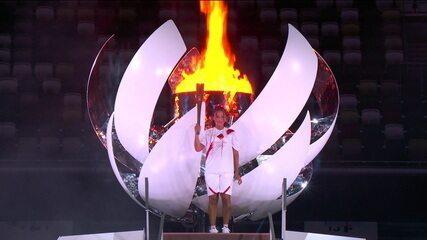 Tenista Naomi Osaka acende a pira olímpica de Tóquio 2020