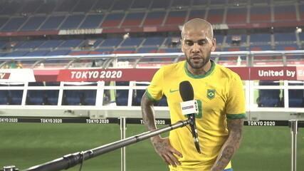 """Daniel Alves ressalta bom desempenho contra a Costa do Marfim: """"Grande trabalho"""""""