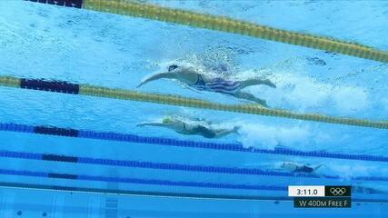Ariarne Titmus (AUS) leva o ouro nos 400m livre feminino na natação
