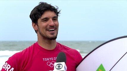 Gabriel Medina diz estar satisfeito com as condições do mar e torce por dobradinha brasileira