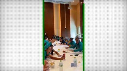 Seleção feminina de futebol acompanha a prova da Rayssa Leal no skate