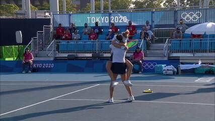 Emocionante! Laura Pigossi e Luisa Stefani batem dupla americana no tie-break e estão na semifinal das duplas femininas do tênis; confira pontos finais da partida
