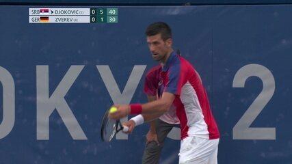 Djokovic consegue um ace e fecha o primeiro set contra Zverev
