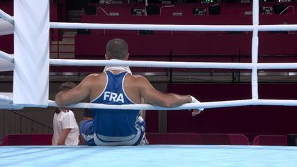 Mourad Aliev (FRA) se recusa a sair do ringue por 25 minutos após desclassificação - Olimpíadas de Tóquio