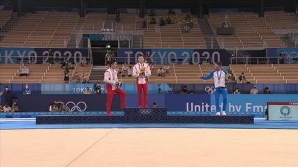 Bronze nas argolas, grego pede distanciamento para foto no pódio - Olimpíadas de Tóquio