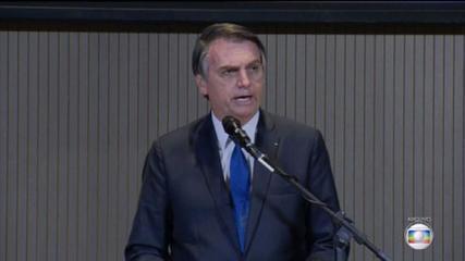 Bolsonaro volta atacar sistema de votação e diz que pode atuar fora da Constituição