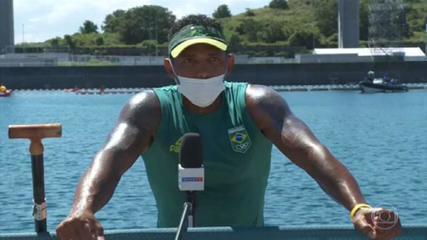 Isaquias Queiroz avança direto à semifinal após vencer bateria na canoagem