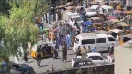 Video: la protesta contro i talebani si conclude con un omicidio a Jalalabad