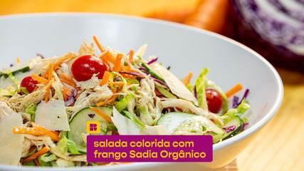 Salada colorida com frango Sadia Orgânico: veja a receita fácil de fazer