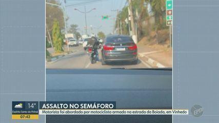 Suspeito armado assalta motorista de carro em semáforo de estrada em Vinhedo