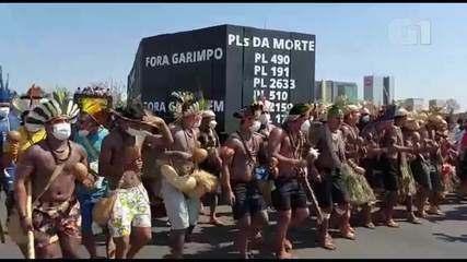 Indígenas protestam na Esplanada dos Ministérios, em Brasília