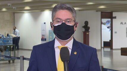 Alessandro Vieira comenta ausências de diretora e de motoboy da VTCLOG na CPI da Covid