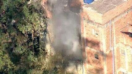 VÍDEO: Incêndio atinge casa na Zona Norte de SP