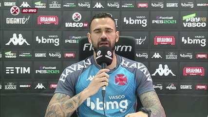 Castan comenta postura no dia do jogo com camisa nas cores do arco-íris