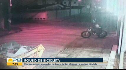 Homens entram em prédio, no bairro Jardim Oceania, e roubam bicicleta, em João Pessoa