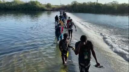 Miles de haitianos cruzan la frontera entre México y Texas en Estados Unidos