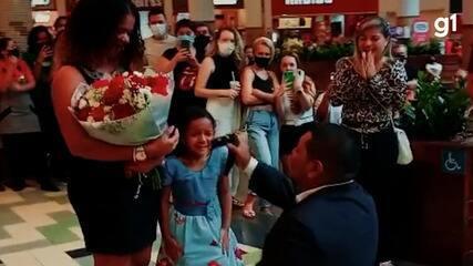 Pedido de casamento para praça de alimentação de shopping em Manaus