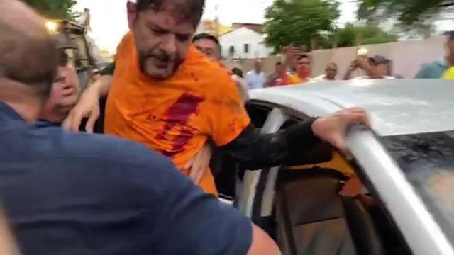 O senador Cid Gomes foi baleado com um tiro de bala de borracha na tarde desta quarta-feira durante um protesto de policiais que reivindicam aumento salarial em Sobral, no Ceará.