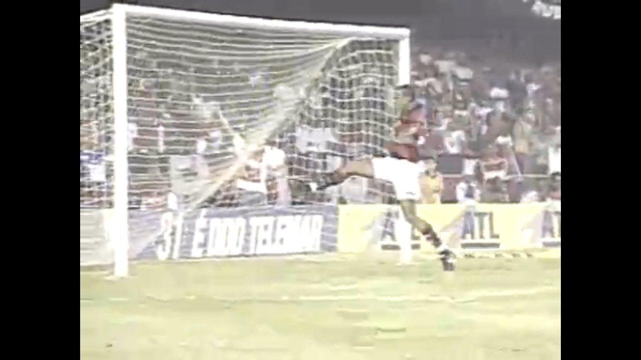 Em 2000, Flamengo vence o Vasco por 2 a 1 e é campeão carioca