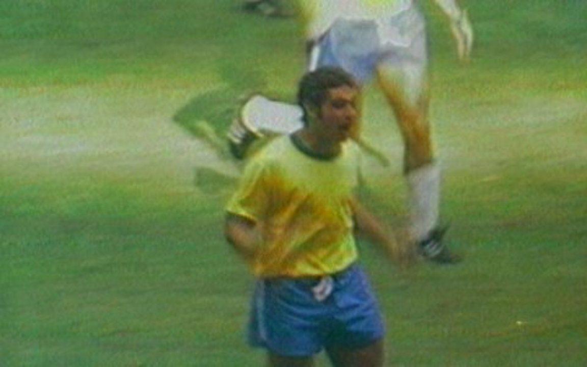 Em 1970, Rivelino marca, e Brasil vence o Uruguai pelas semifinais da Copa do Mundo