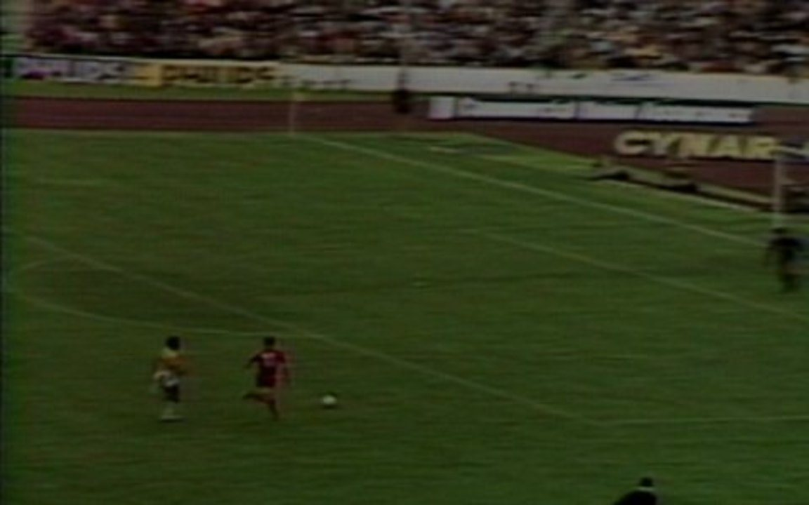 O gol de Brasil 0 x 1 Polônia na disputa pelo terceiro lugar na Copa do Mundo de 1974