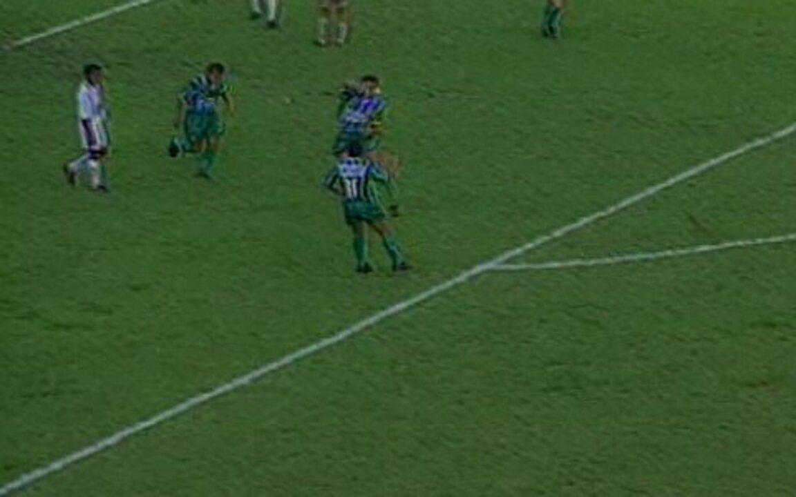 Em 1996, Palmeiras arrasa Santos por 6 a 0 pelo Paulistão