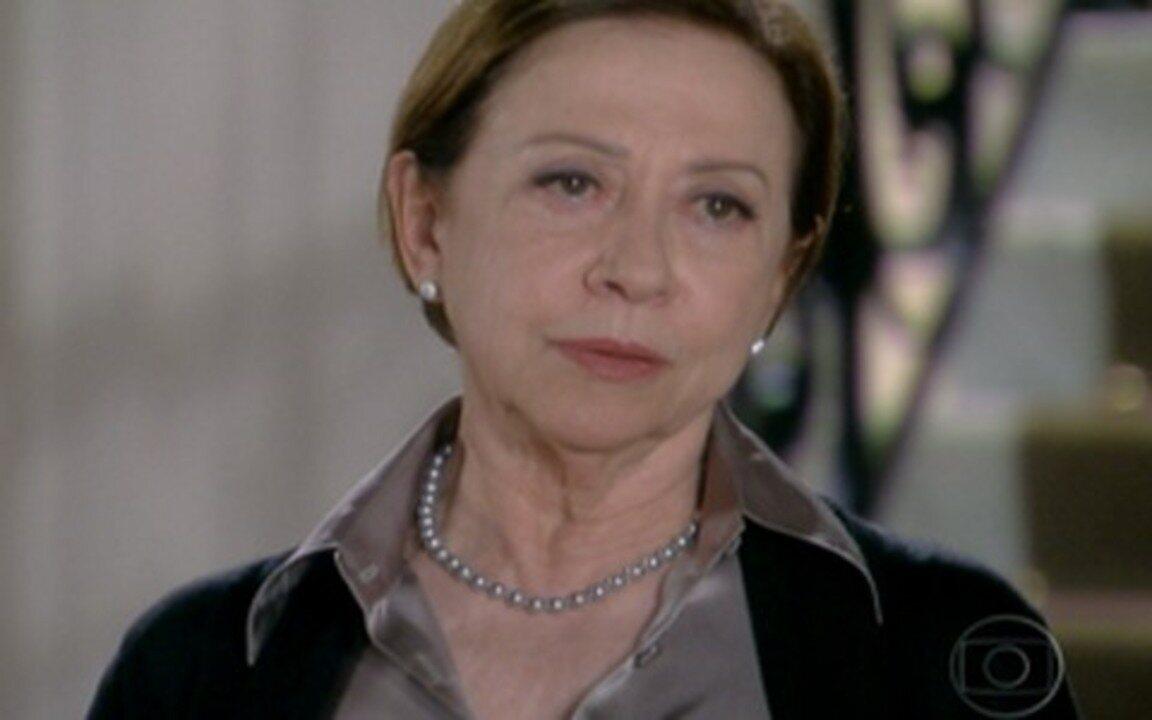 Passione - Capítulo de quinta-feira, 27/05, na íntegra - Bete revela a todos sobre seu filho. Totó assina a procuração. Diana diz que não pode se casar com Gerson.