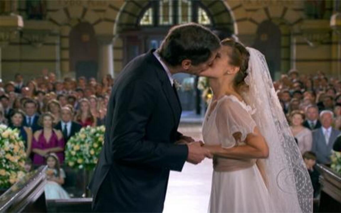 Passione - capítulo de sábado, 12/06, na íntegra - Clara e Fred se agridem. Diana casa com Gerson. Mauro deseja felicidades a ela. Melina fica interessada em Fred.