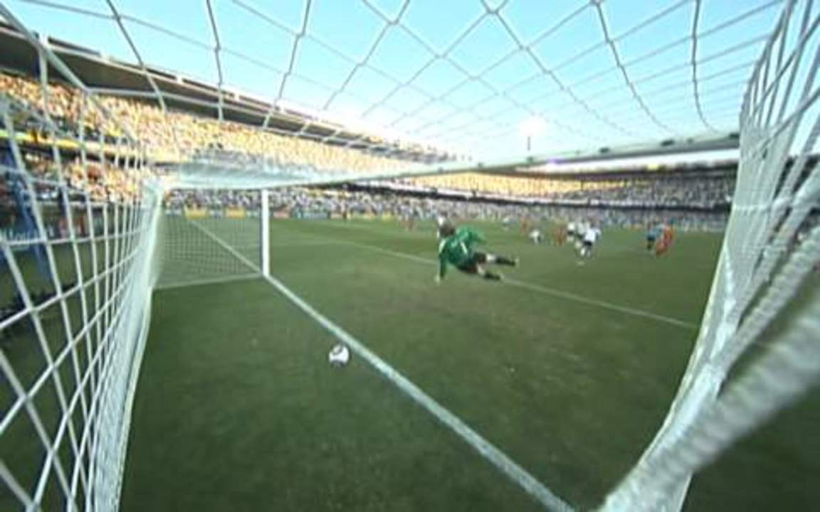 Confira todos os ângulos e reações do gol inglês não validado pelo árbitro Jorge Larrionda