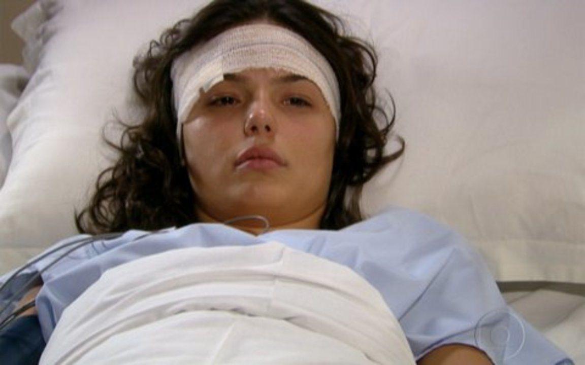 Ti-Ti-Ti - Capítulo de sexta feira, 23/07/2010, na íntegra - Marcela acorda no hospital e Gustavo diz que tem uma proposta para a jovem.